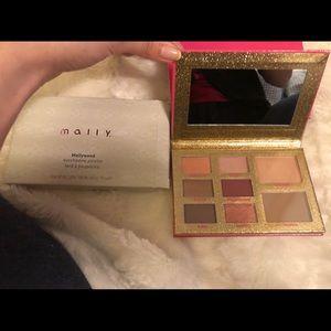 Mallywood mally Beauty eyeshadow palette